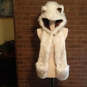 Spirit Hood Husky Fur. Excellent condition